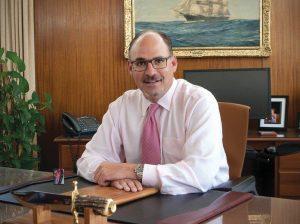Марк Пауп в своём оффисе
