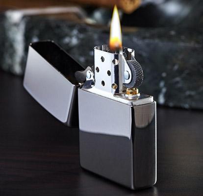 Бензиновая зажигалка Zippo